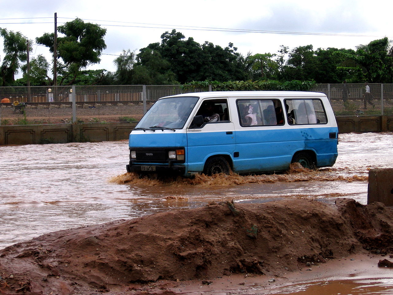 Luanda_taxi_called_Candongueiro_after_heavy_rain_Luanda